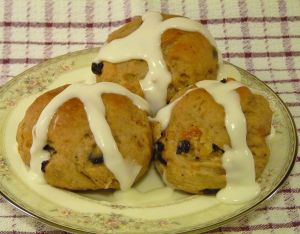 Hot-Cross-Buns-the-buns-with-an-icing-cross